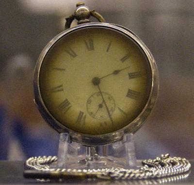 Fickur bärgat från Titanic där tiden stannat på 02:23 (dekorativ bild)